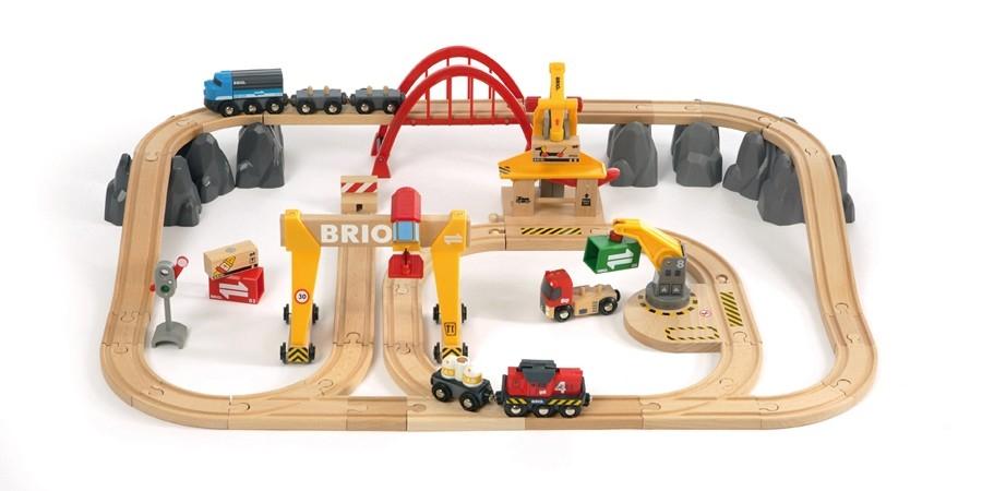 Brio - Nákladní vláčkodráha s mostem a překladištěm