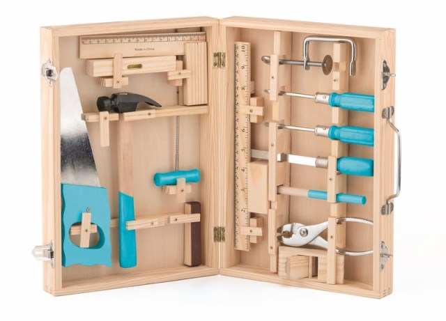 Kovové nářadí v dřevěném kufříku